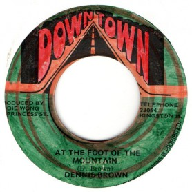 "(7"") DENNIS BROWN - AT THE FOOT OF THE MOUNTAIN / VERSION"